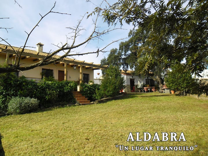 ALDABRA, un lugar tranquilo, con PISCINA (SEGURA).