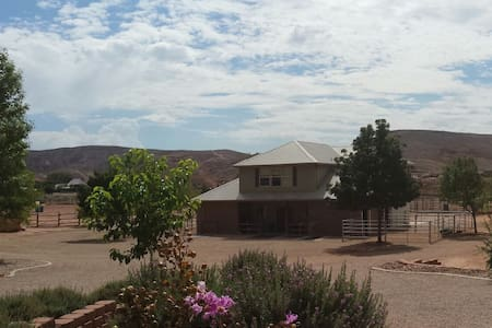 River's Edge Ranch-Entire House, Private..Peaceful - St. George - Casa