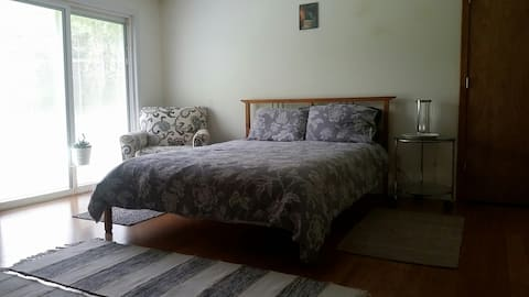 Spacious room with big yard, 24 miles to the beach