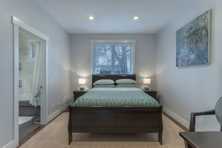 Chef's House Okanagan by Elevate Rooms - 3 Bedrooms East Wing
