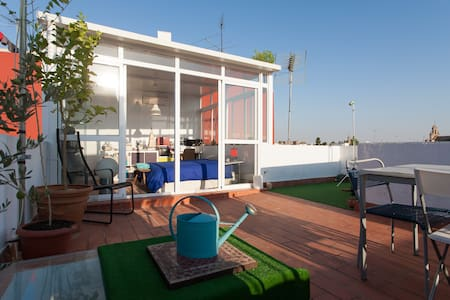 Bright room & terrace + car park - Seville - Apartment