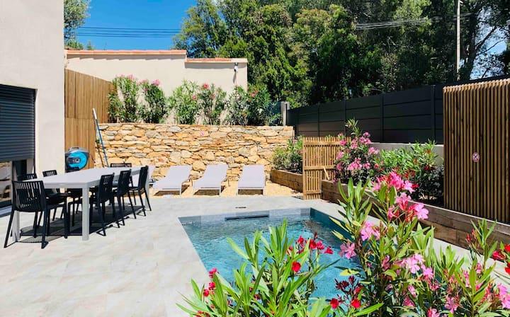 Belle Villa contemporaine avec piscine chauffée