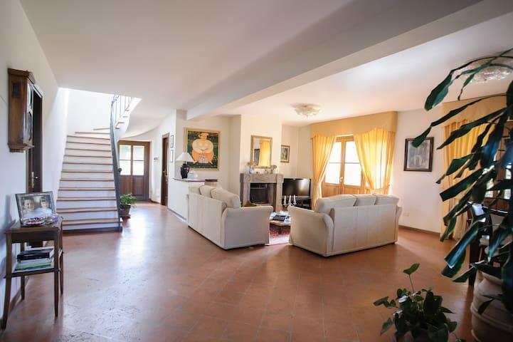 Villa ai confini con la Toscana