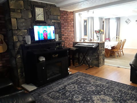 Charming family-style 4BR 2BA house 10min to city