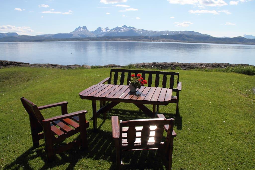 "Sjøtomt med nydelig utsikt mot Børvasstindene og Saltfjorden.  The property is located by the sea with views to the mountains ""Børvasstindene"" and the fjord ""Saltfjorden""."