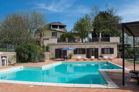 Peonia in Villa Con Piscina - Collevecchio - Apartment