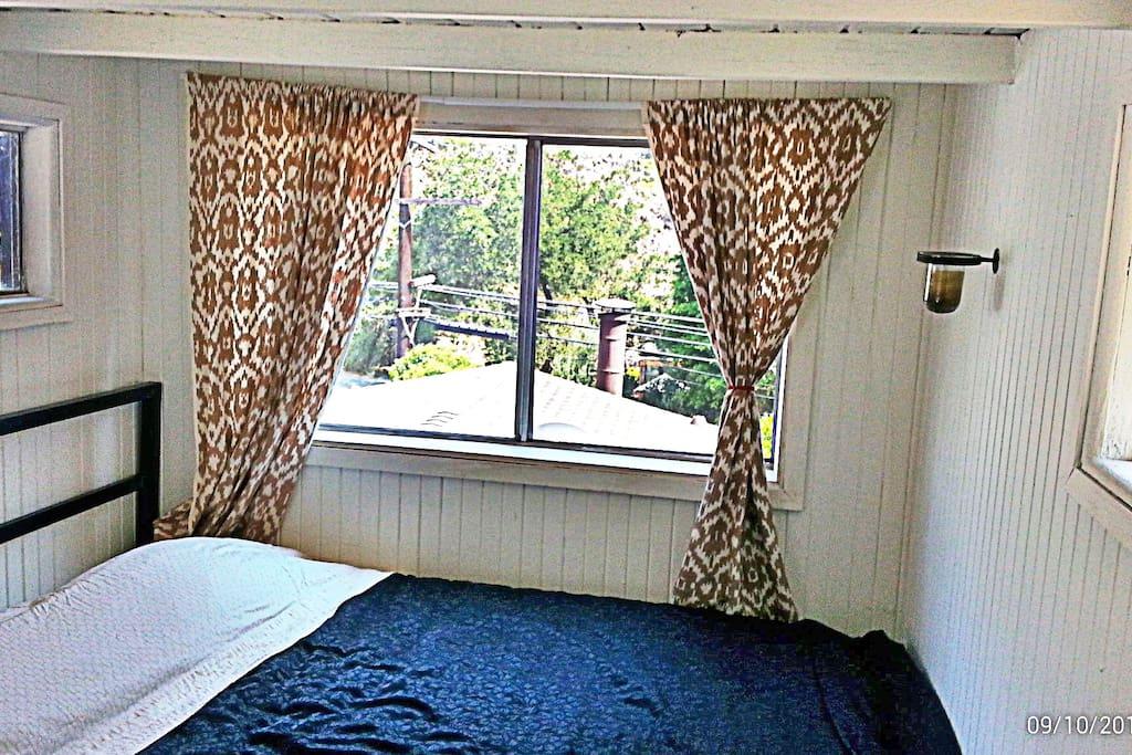 L.A Private Hillside Cabin