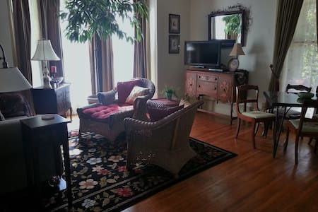 Private 2 Bedroom Suite Near MU, Downtown Columbia - Columbia - Bed & Breakfast