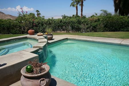 Private Room with 2 twin beds - Palm Desert - Bed & Breakfast