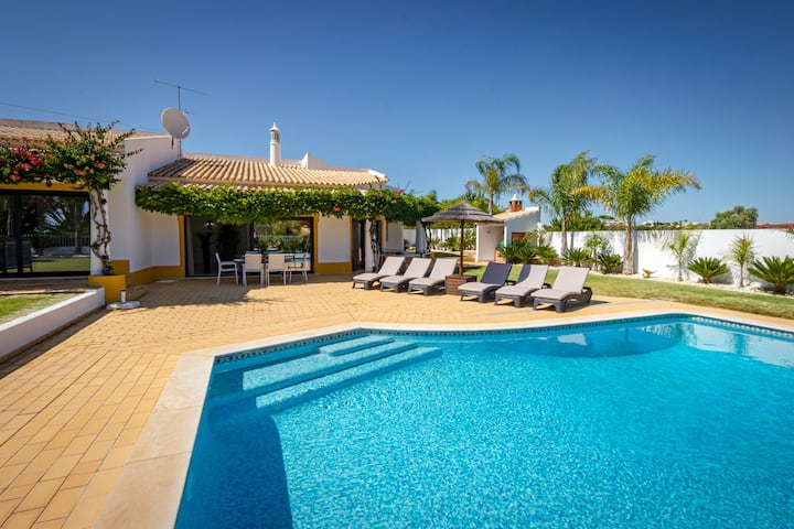 Villa Casinha features a private swimming pool which can be heated