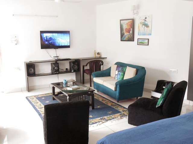 Sitting and entertainment area