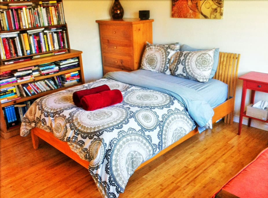 Same bedroom different bedding... (new bamboo floors)