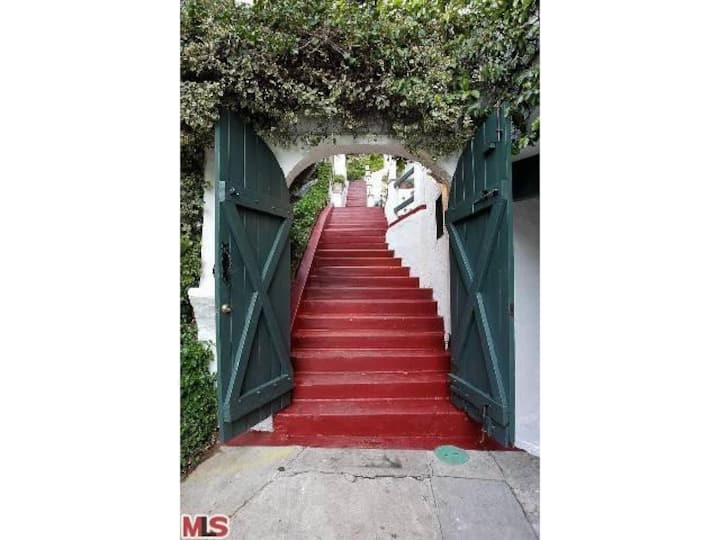 Hollywood Hills Private Guest House