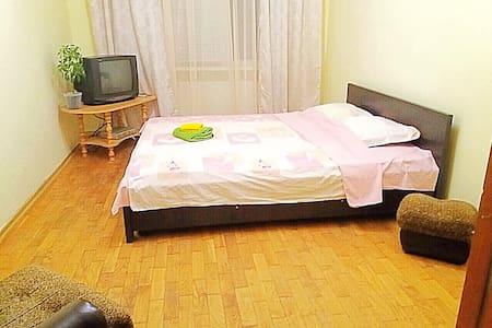 Двухкомнатная квартира возле ЖД вокзала, в центре - Uzhhorod