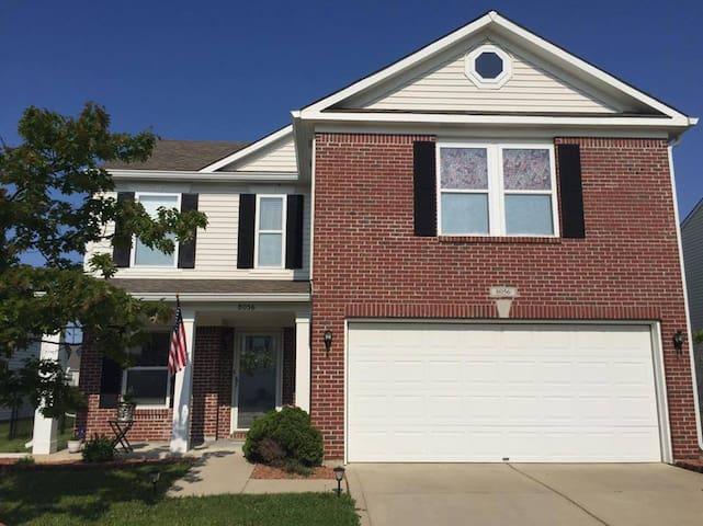 Indianapolis suburban home - Indianápolis - Casa