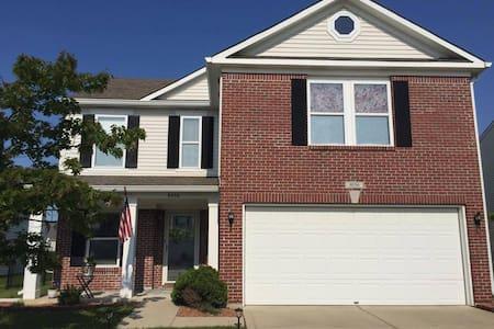 Indianapolis suburban home - Индианаполис