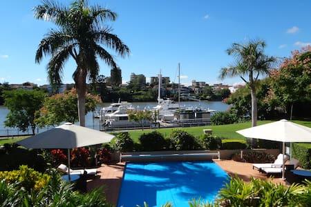 Riverfront City Apartment - Kangaroo Point - Huoneisto