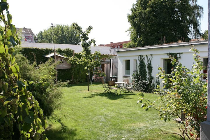 Bright, cosy and sunny apartment with garden! - Hanover