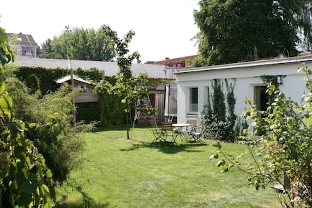 Bright, cosy and sunny apartment with garden! - Hanover - Dům