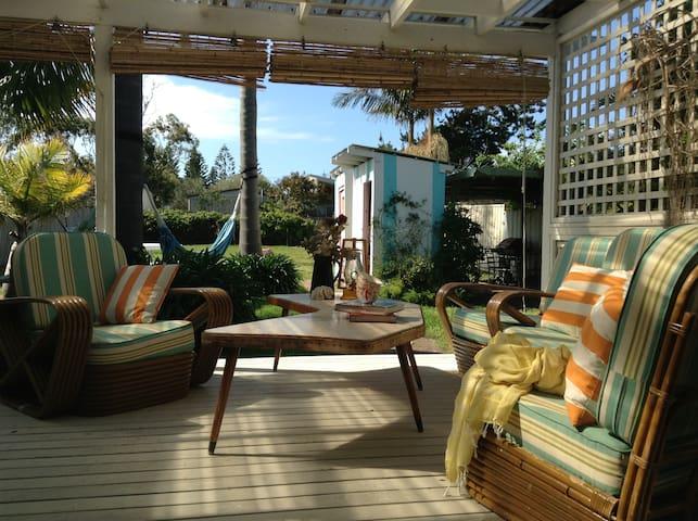 Annabel Beach House, walk to beach - Culburra Beach