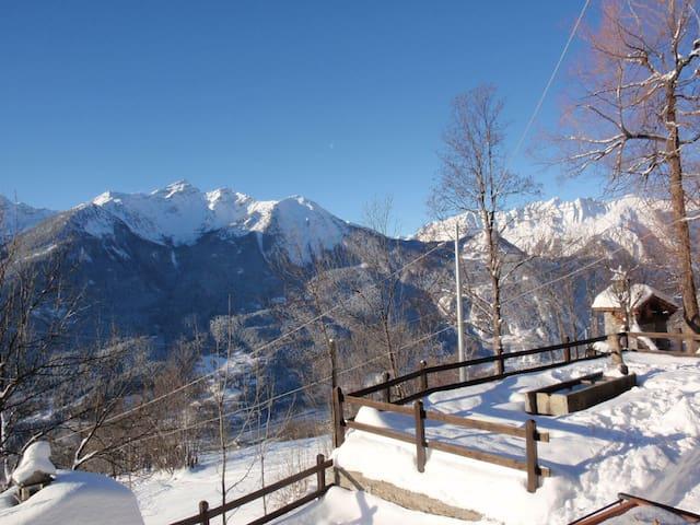 Appartamento vista Monte Bianco - Challancin - House