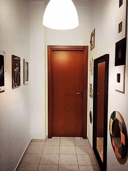 Corridoio ampio che porta alle due camere indipendenti
