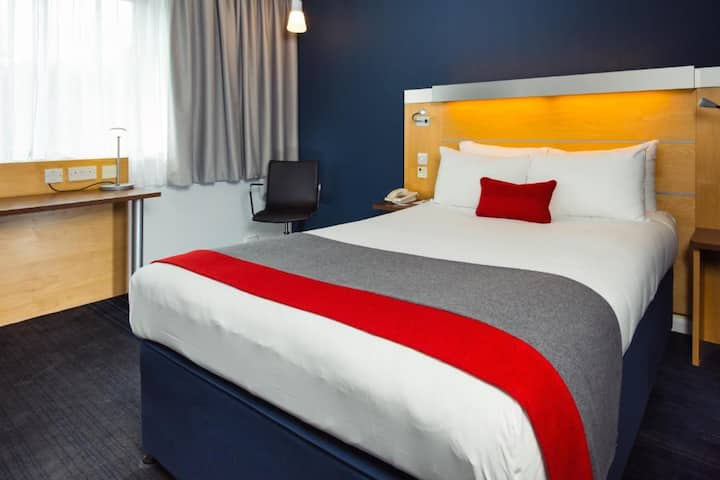 Deluxe Double With Double Bed At Cambridge
