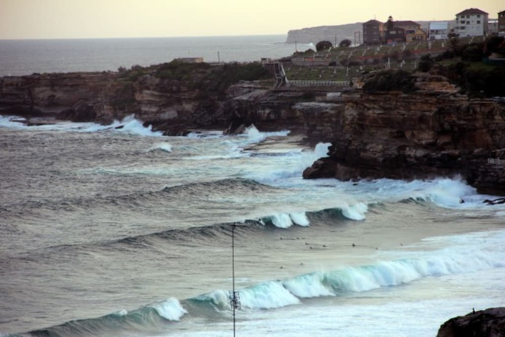 Surf's up at Bronte Beach (with zoom lens)