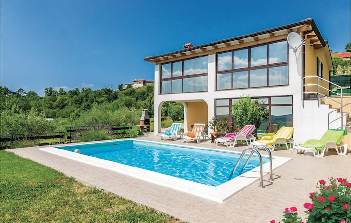Stunning home in Meloni with Sauna, WiFi and 4 Bedrooms