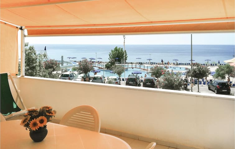 Holiday apartment with 1 bedroom on 90m² in Isola di Capo Rizzuto
