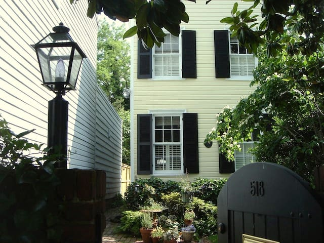 Monthly - Historic in Heart of Old Town Alexandria