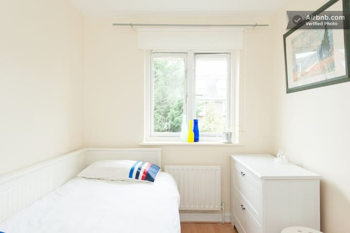 LOVELY PURE SINGLE ROOM FOR LESS ✨