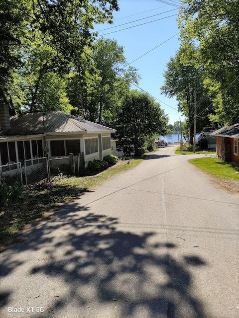 Lakeside Cottage Getaway