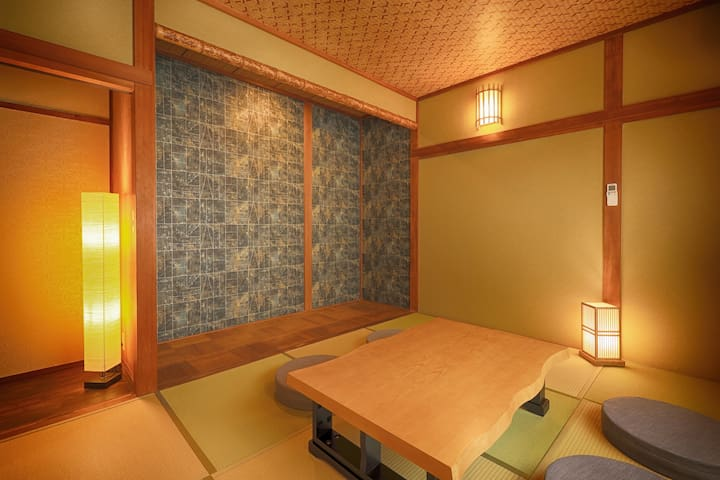 【寝室C(1階) 定員3名】 壁紙や天井にデザインを取り入れる事で現代的にアップデートされた純和風のお部屋です。