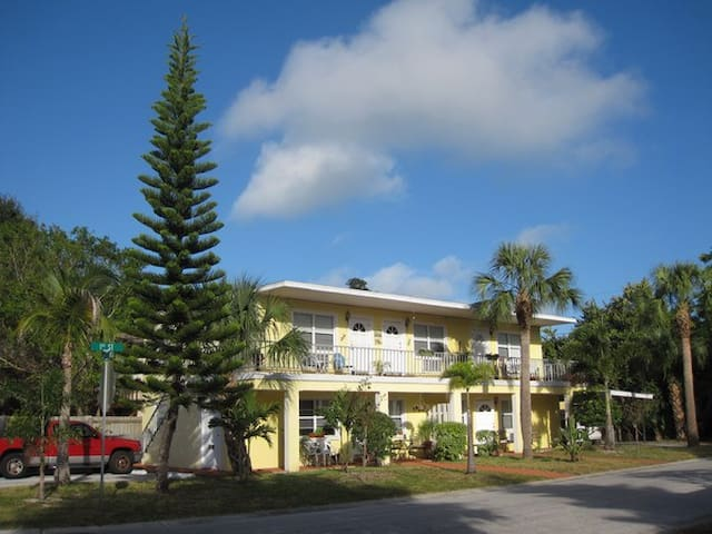 Clean, cute, near beach, dogs OK - Indian Rocks Beach - Apartament
