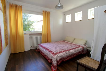 Friendly modern B&B, Munich - Schäftlarn - Bed & Breakfast