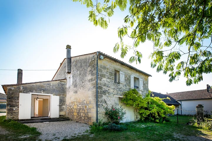 Charming Stone House near Bordeaux  - Saint-Gervais - Huis