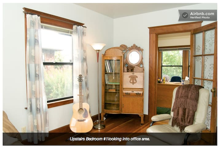 Lovely Bedroom - Lorin District