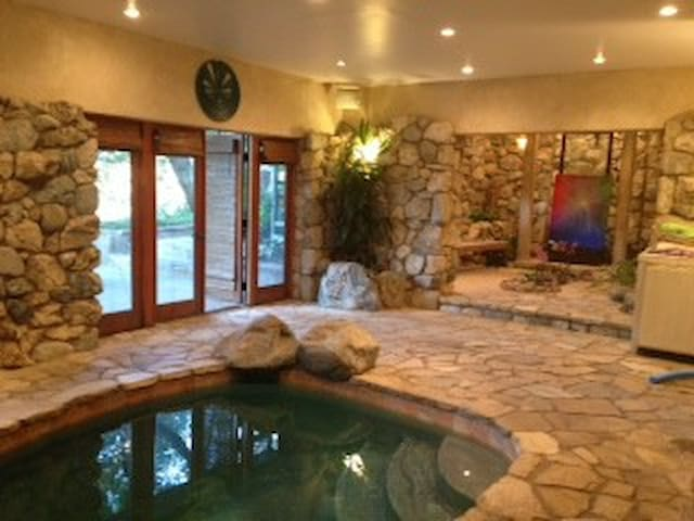 Tuscan Villa Family Holiday Indoor Pool & Jacuzzi