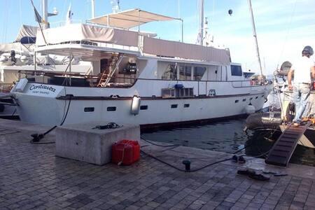 Cabines sur Motor Yacht - Saint-Tropez