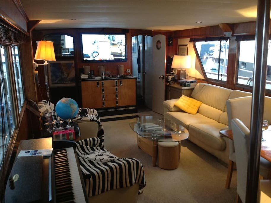 cabines sur motor yacht chambres d 39 h tes louer saint tropez provence alpes c te d 39 azur. Black Bedroom Furniture Sets. Home Design Ideas