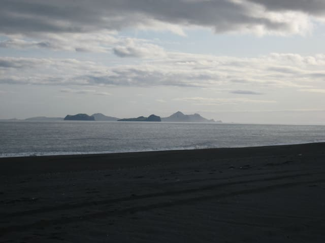 View to Vestmannaeyjar from the beach