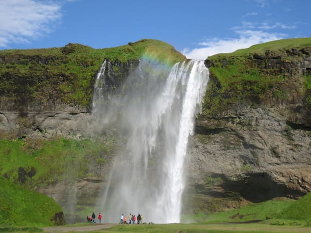 Seljalandsfoss, 5-10 min drive from the house