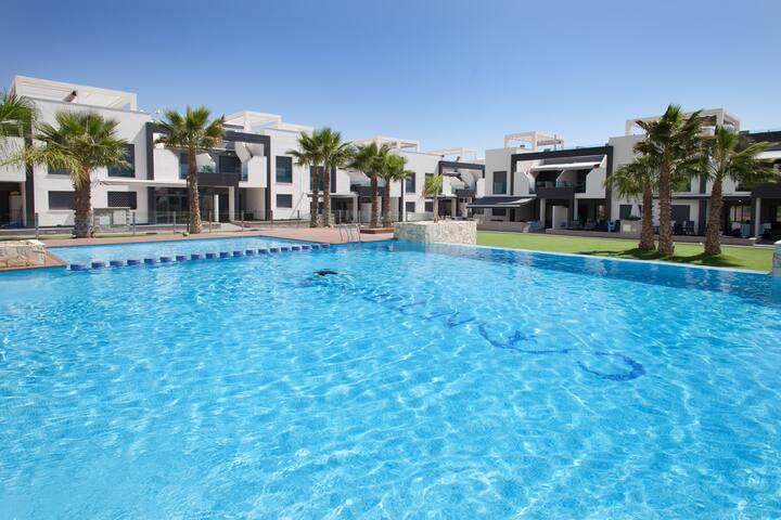 Oasis Beach Penthouse*