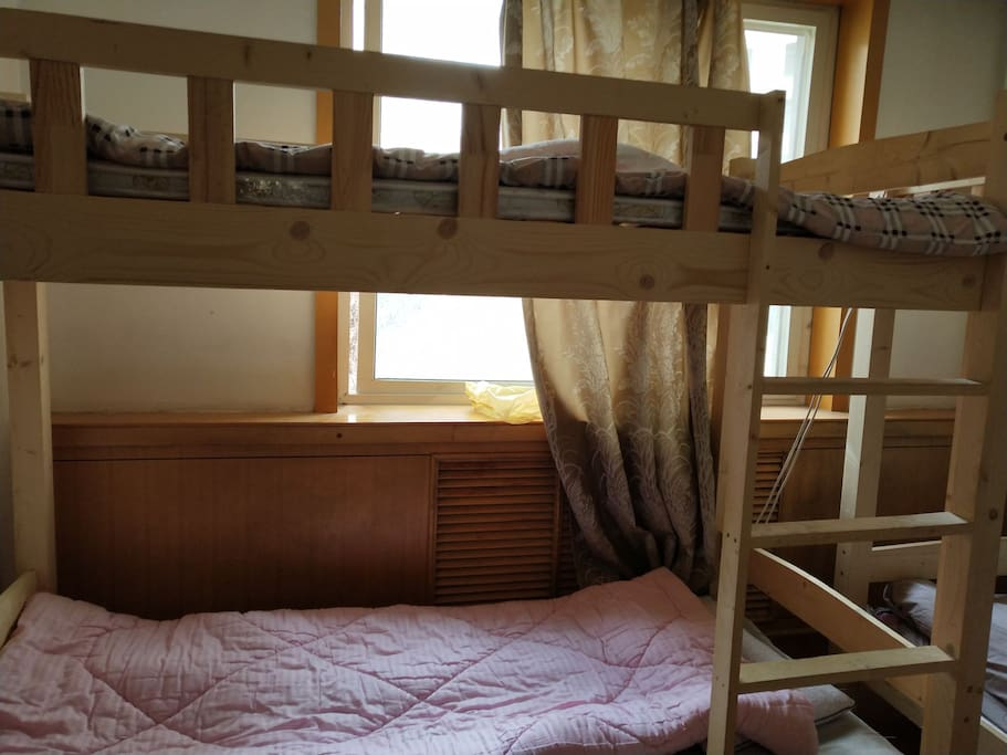 四人间床位