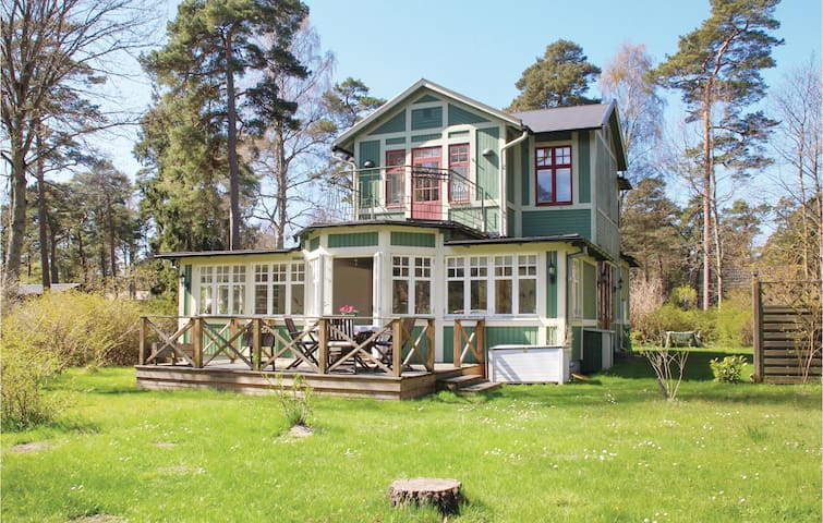 Holiday cottage with 3 bedrooms on 100m² in Ystad
