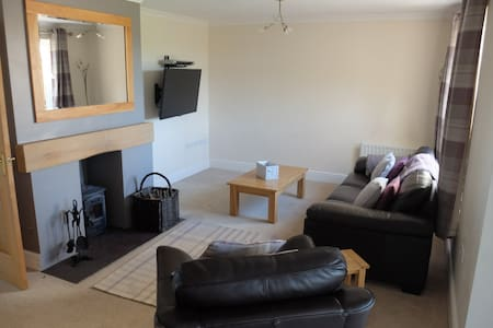 Modern Serviced House in village location - Cumbria - Casa
