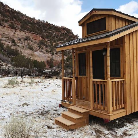 Tiny Home Hut, find solitude in Southeastern Utah