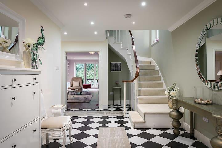 4-bedroom luxury villa next to Hyde Park