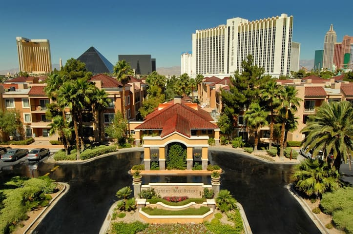 Las Vegas 2br Suite near Strip - Desert Rose